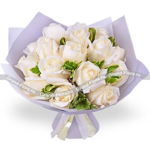 Vanilla Sky - a bouquet of white roses